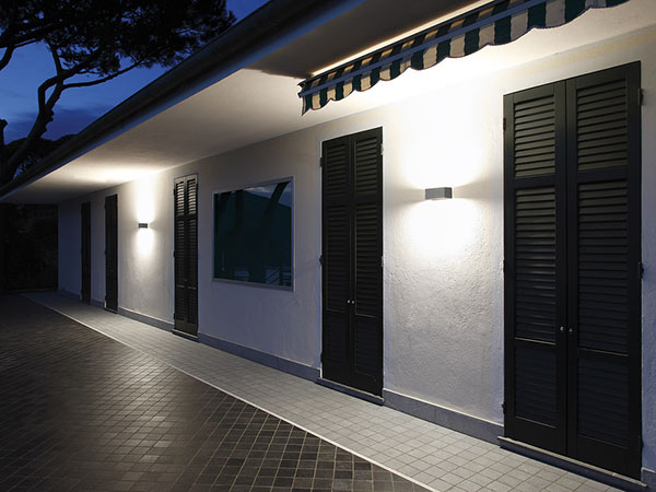 Plafoniere Da Esterno A Muro : Applique da esterno rimini faenza u luci giardino parete