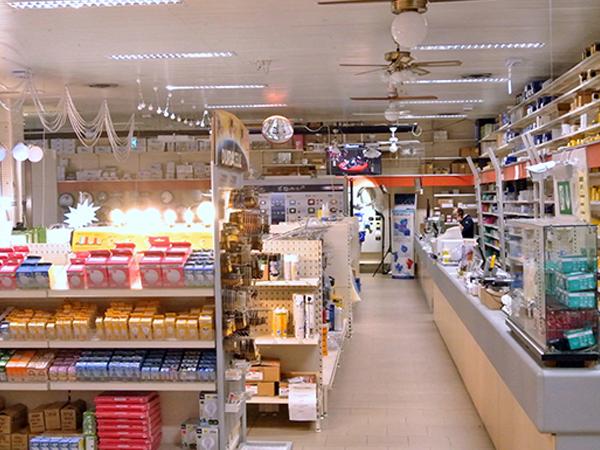 Plafoniere Per Negozi : Elettromarket light srl riccione rimini u negozio illuminazione
